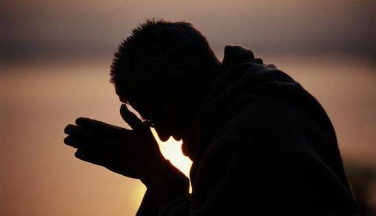 em oração